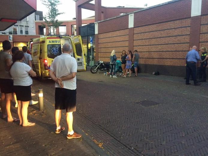 Een ambulance en traumahelikopter werden opgeroepen