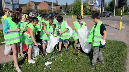 Leerlingen VIBO houden lenteschoonmaak in schoolomgeving