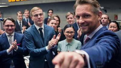 Primeur: Barry Atsma nasynchroniseert eigen rol in Duitse serie