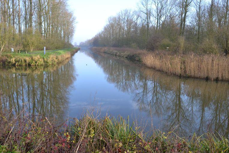 CD&V stelt voor om de brug te verplaatsen naar de kruising van de Stekense Vaart en de Moervaart want daar loopt het Stiltepad (links) nu ten einde.