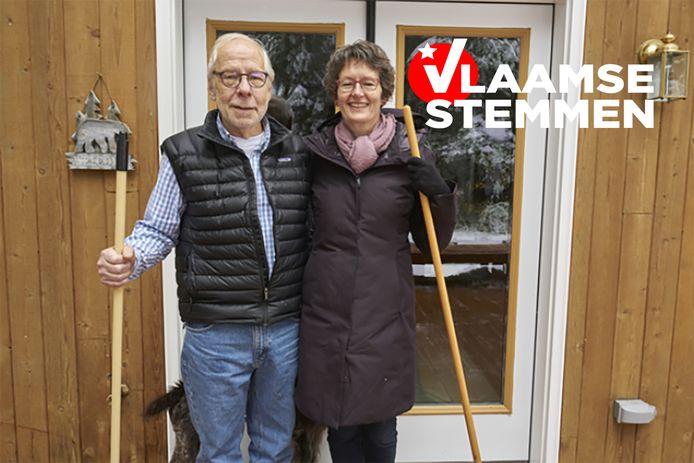 De Vlaamse Eva Top en haar echtgenoot Larry Forney voor hun woning in Troy, Idaho.