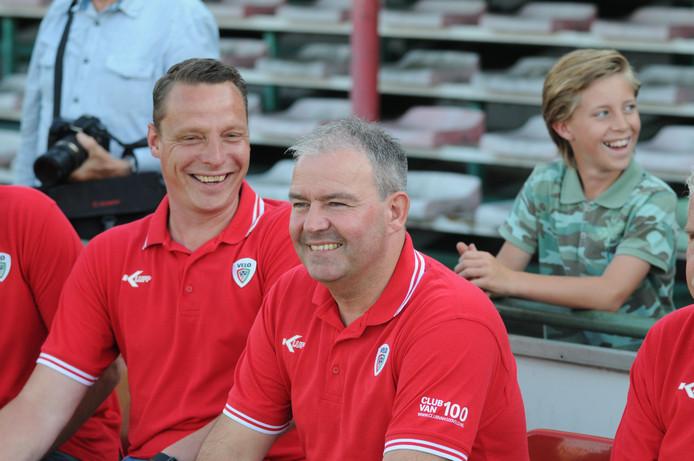 VELO-coach Albert van der Dussen (r) gaat naar Barendrecht.