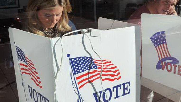 Amerikanen brengen hun stem uit bij de tussentijdse verkiezingen. (AFP) Beeld