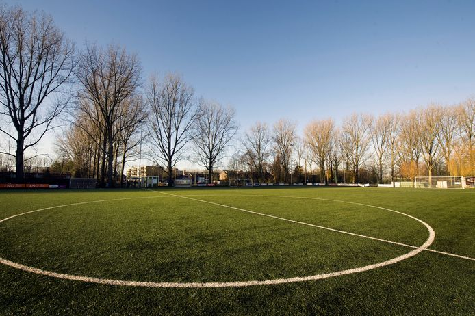 Het spookbeeld: sportpark Het Lange Water, thuishaven van het verdwenen AFC Arnhem, volkomen leeg.