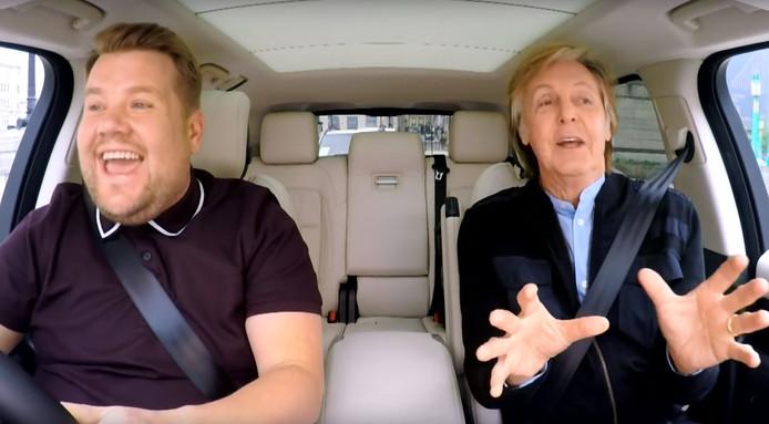 Paul McCartney en James Corden in Carpool Karaoke.