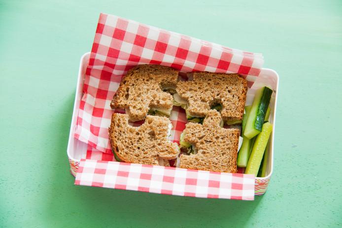 Creatief met boterham: maak er 'puzzelstukjes' van.