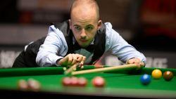 Luca Brecel stoot door naar laatste 16 op Northern Ireland Open snooker