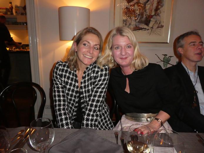 """Claudia Koopman (Villa D'Arte): """"Ik kom uit Zandvoort, dus ik ben het zout der aarde."""" Met Petra Vethman  (JAN Magazine, en auteur van Gezellig!)."""