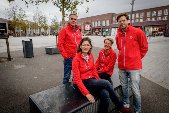 Bestuursleden van Winkelhart Enschede. Vlnr Peter Wicknig (Punto Pasta), Nicole Workel (Bertus Workel), Marloes Wensink (InterCity Hotel) en Jeroen Visser (Expo).