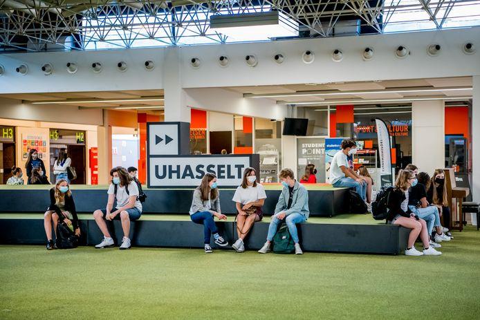Studenten van UHasselt zullen niet even vaak meer naar de campus trekken tijdens code rood, maar vooral online les volgen.