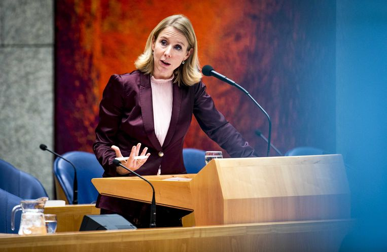 Stientje van Veldhoven, staatssecretaris van Infrastructuur en Waterstaat in de plenaire zaal van de Tweede Kamer.