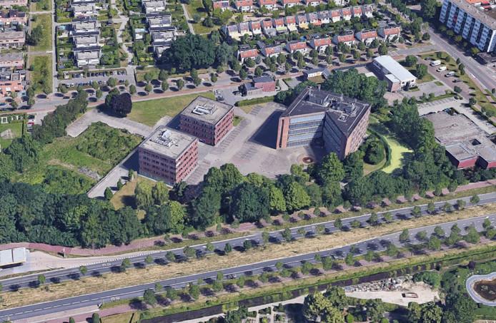 Cosunpark vanuit de lucht. Links zijn twee groene vlakken te zien waar al funderingen liggen. In het midden twee kantoren die ook die functie blijven houden. Rechts het voormalige Cosun-hoofdkantoor dat mogelijk een appartemengebouw wordt.