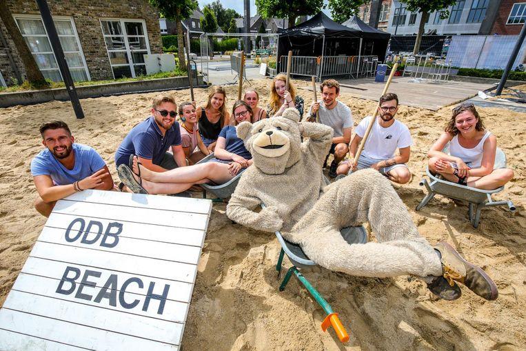 De jongeren van JOC 't Scharnier zijn helemaal klaar voor ODB Beach.