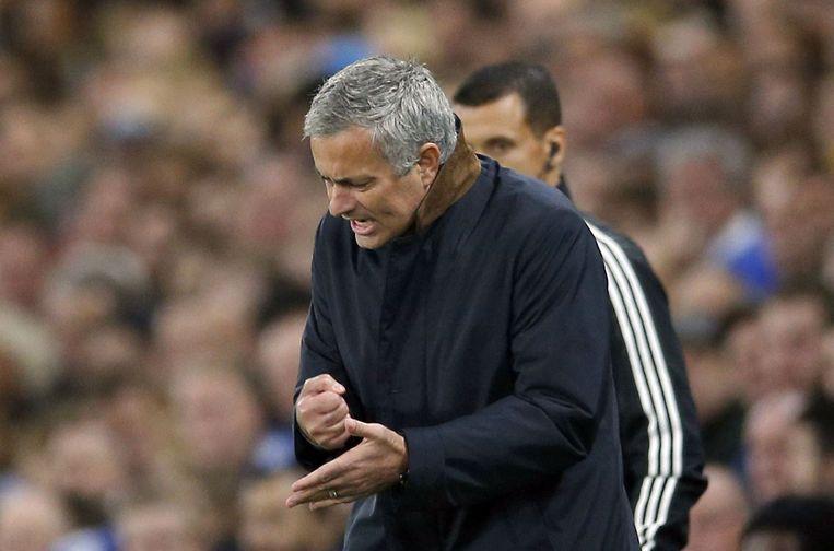 Chelsea-trainer Mourinho tijdens de wedstrijd. Beeld photo_news