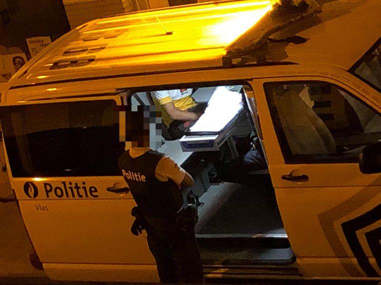 De politie is nu nog meer aanwezig in de Gouden Driekhoek in Kortrijk. Hier zie je een archiefbeeld van ter plaatse.