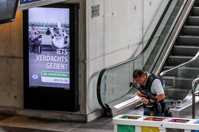 Wie iets verdachts heeft gezien, dat zou kunnen betrekking hebben op de diefstal van de laptoptas in het station van Kortrijk, wordt gevraagd contact op te nemen met de politie.