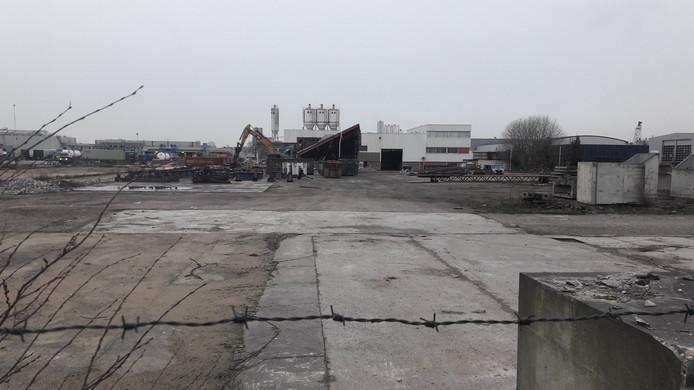 Het terrein van Martens Beton is al behoorlijk leeg.