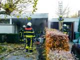 Brandweer blust vuur in garage in Oosterhout
