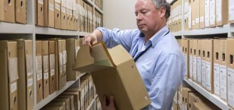 Archivaris Niels Bakker waakt over alle geheimen van Hengelo: 'Ik heb zelfs dagboeken van een burgemeester'