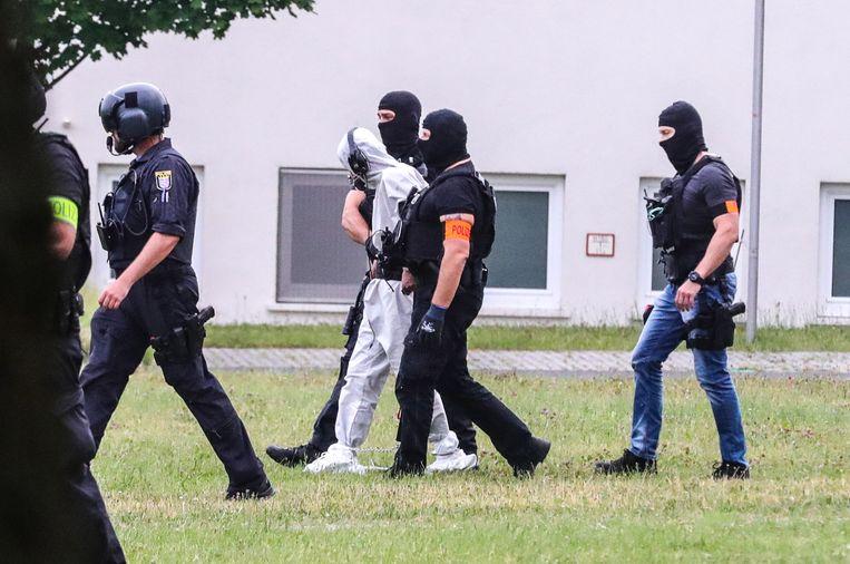 De Iraakse asielzoeker Ali Bashar, die verdacht wordt van de moord op Susanna, wordt naar de gevangenis van Frankfurt gebracht.