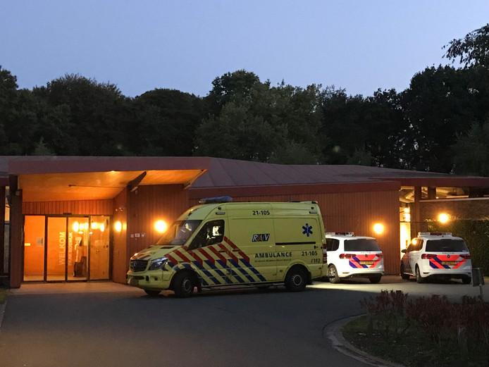 Een bewoner van Van Neynsel Boswijk in Vught raakte onbedoeld verwond door een aansteker en moest naar het brandwondencentrum in Rotterdam worden gebracht.