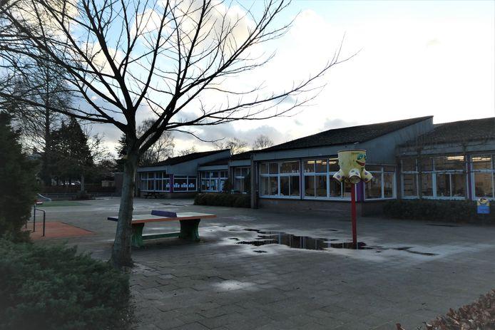 De Willibrordusschool in Esch wacht al tijden op een grondige renovatie of sloop en nieuwbouw.