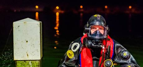 Robin (45) combineert werken in eigen kwekerij met vrijwilligerswerk als brandweerduiker: 'Onder water zie je niets'