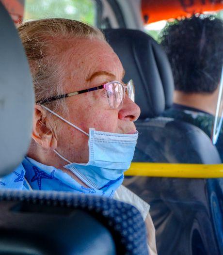 Middelburgse taxibus geeft ouderen vrijheid: 'Als de bus niet rijdt, is het voor ons elke dag lockdown'