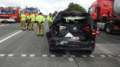 Vrachtwagen rijdt in op auto: vrouw lichtgewond