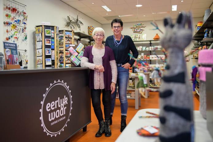 """Riekje Arends (links) en Annemarie ter Avest: """"De lening aan de Wereldwinkel is gelukkig wel terugbetaald, maar het vertrouwen was weg."""""""