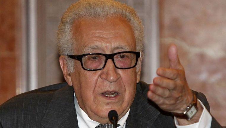 Lakhdar Brahimi, de speciaal VN-gezant voor Syrië, vandaag tijdens de persconferentie. Beeld reuters