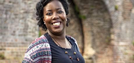 Zutphense Naomi Montroos brengt Nederlands én Papiaments samen in haar poëziebundel: 'We horen bij elkaar'