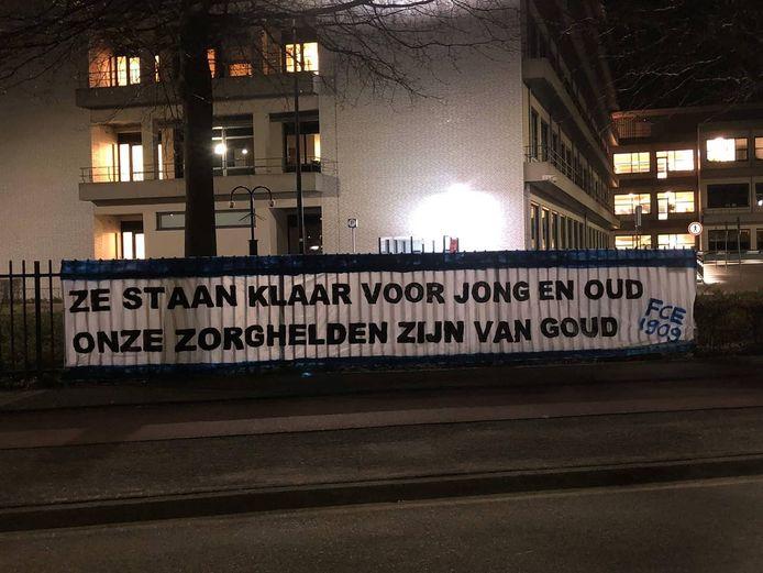 Het spandoek dat de supporters van FC Eindhoven maakten.