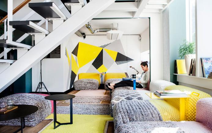 Een van de werkruimtes in de Amsterdamse vestiging van WeWork.