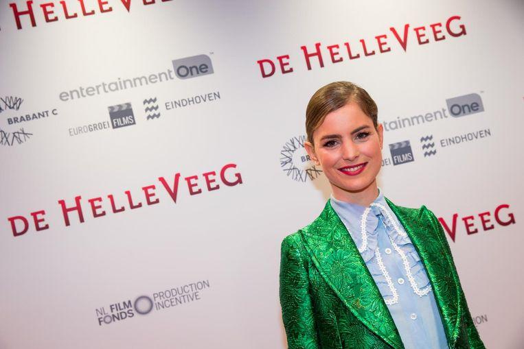 Hannah Hoekstra op de rode loper bij de première van de De Helleveeg, een verfilming van het gelijknamige boek van A.F.Th. van der Heijden Beeld anp