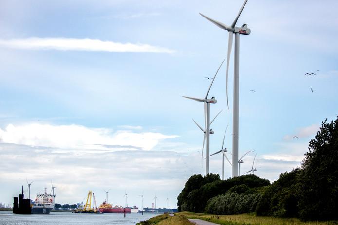 De zes turbines van Windpark Nieuwe Waterweg werden onlangs officieel geopend.