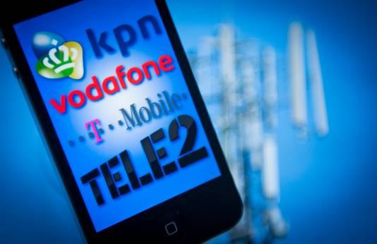 De concurrentie op het gebied van mobiele abonnementen in Nederland is hevig. KPN, Tele2, T-Mobile en Vodafone strijden om de gunsten van de klant.