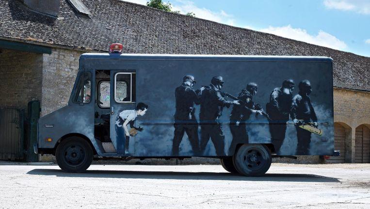 SWAT, het readymade kunstwerk van Banksy dat vanaf vrijdag te zien is in Moco. Beeld Moco