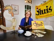 Hermine spaart alles van dit beroemde vogelvoer van haar overgrootopa: 'Op Marktplaats gaat het voor veel geld weg'