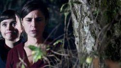 Evy spookt in het hoofd van Marie. Bekijk nu de volledige reeks van 'Koorts'