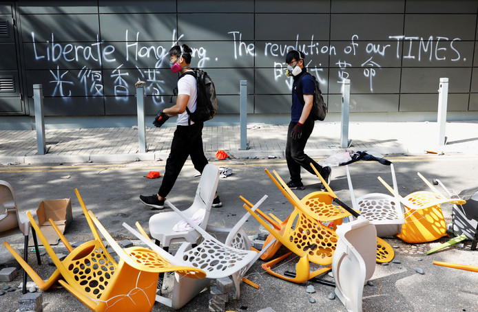 Demonstranten buiten de Hong Kong Polytechnic University (PolyU).