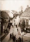 De overval op de christelijk gereformeerde kerk in de Berkenhovestraat op 30 januari 1944 werd gefotografeerd door CJ.H. Bennink.