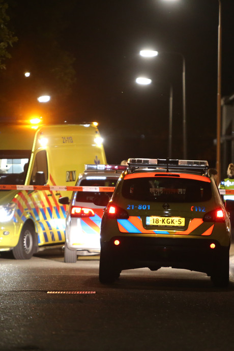 VIDEO: Man doodgestoken voor huis op Molenweg in Oss