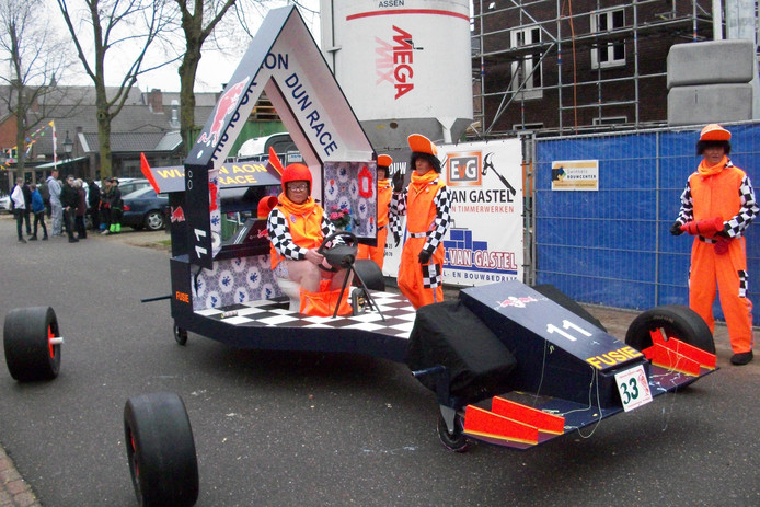 De groep Fusie racet door Reigerland.