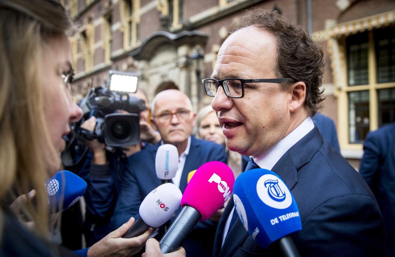 Minister Wouter Koolmees (Sociale Zaken en Werkgelegenheid) werkt aan wetgeving die de ongewenste effecten van platformwerk moet tegengaan. Ook heeft hij een commissie aan het werk gezet die uiterlijk begin november advies uitbrengt.
