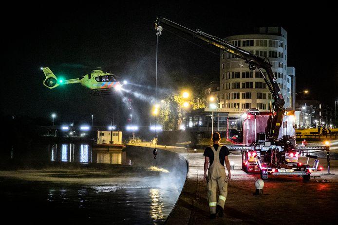 De hulpdiensten zijn in de nacht van dinsdag op woensdag druk bezig geweest met het zoeken naar een mogelijke drenkeling in Arnhem.