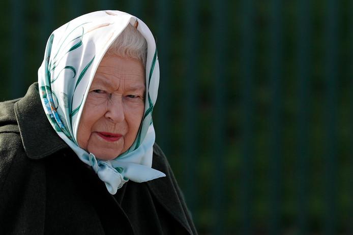 La reine Elizabeth II de Grande-Bretagne lors de sa visite à la station de pompage de Wolferton à Norfolk, dans l'est de l'Angleterre, le 5 février 2020.