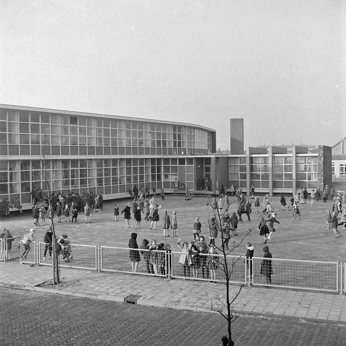 Meisjesschool Pius X in Eindhoven