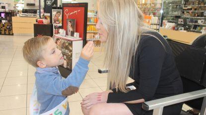 Kinderen baas in Pieter Van Aelst-winkelgalerij