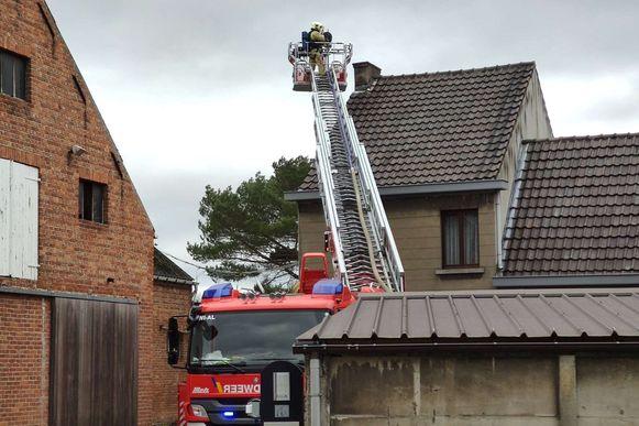 Terwijl de eerste rukwinden van storm Ciara over het land trokken, kreeg brandweerpost Wichelen een oproep voor een schoorsteenbrand in de Statiestraat.
